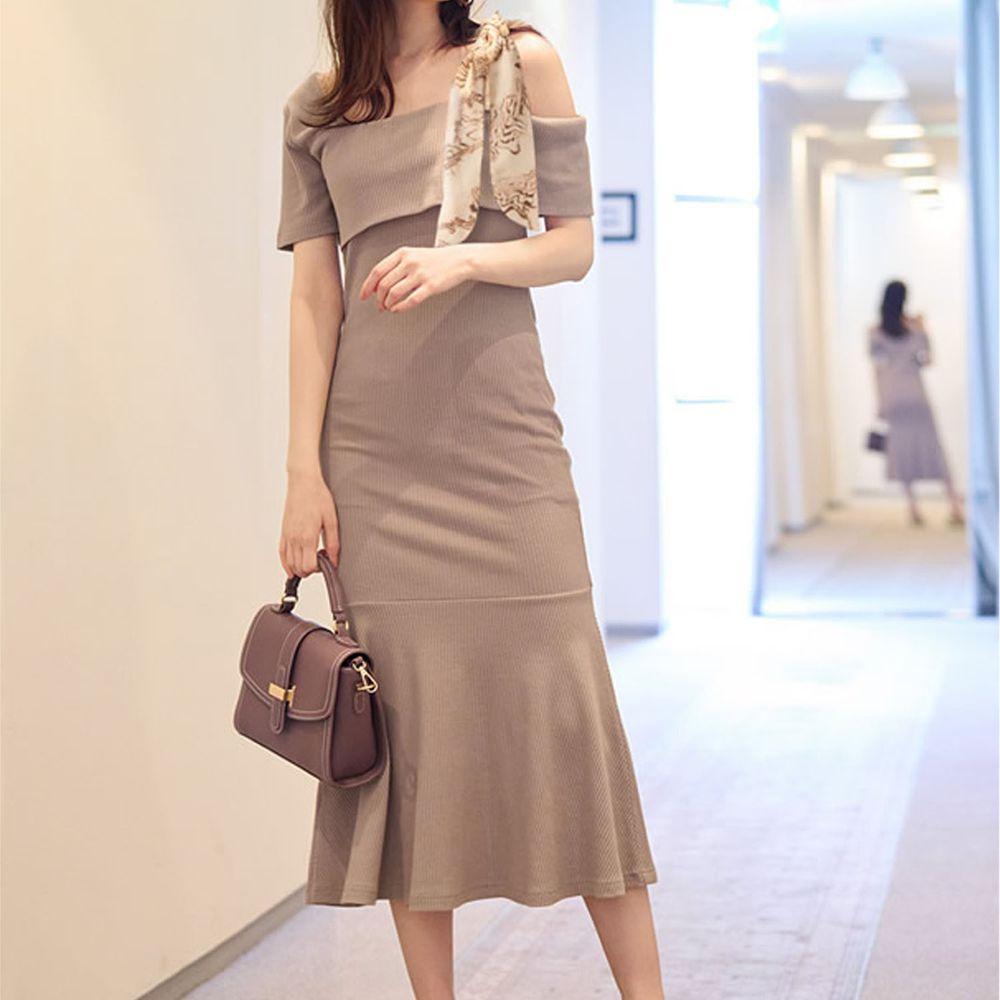 日本 GRL - 單邊絲巾肩帶設計短袖貼身洋裝-杏