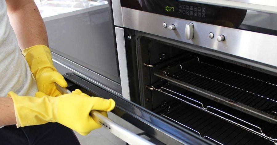 獨家面膜式清潔法,卡滿油汙的烤箱輕鬆洗乾淨!