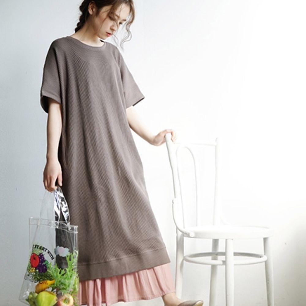 日本 zootie - 純棉 顯瘦鬆餅紋五分袖洋裝-深灰 (Free)