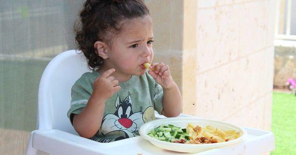 如何引導寶寶自己吃飯? 讓歡樂的用餐氣氛瀰漫整個家