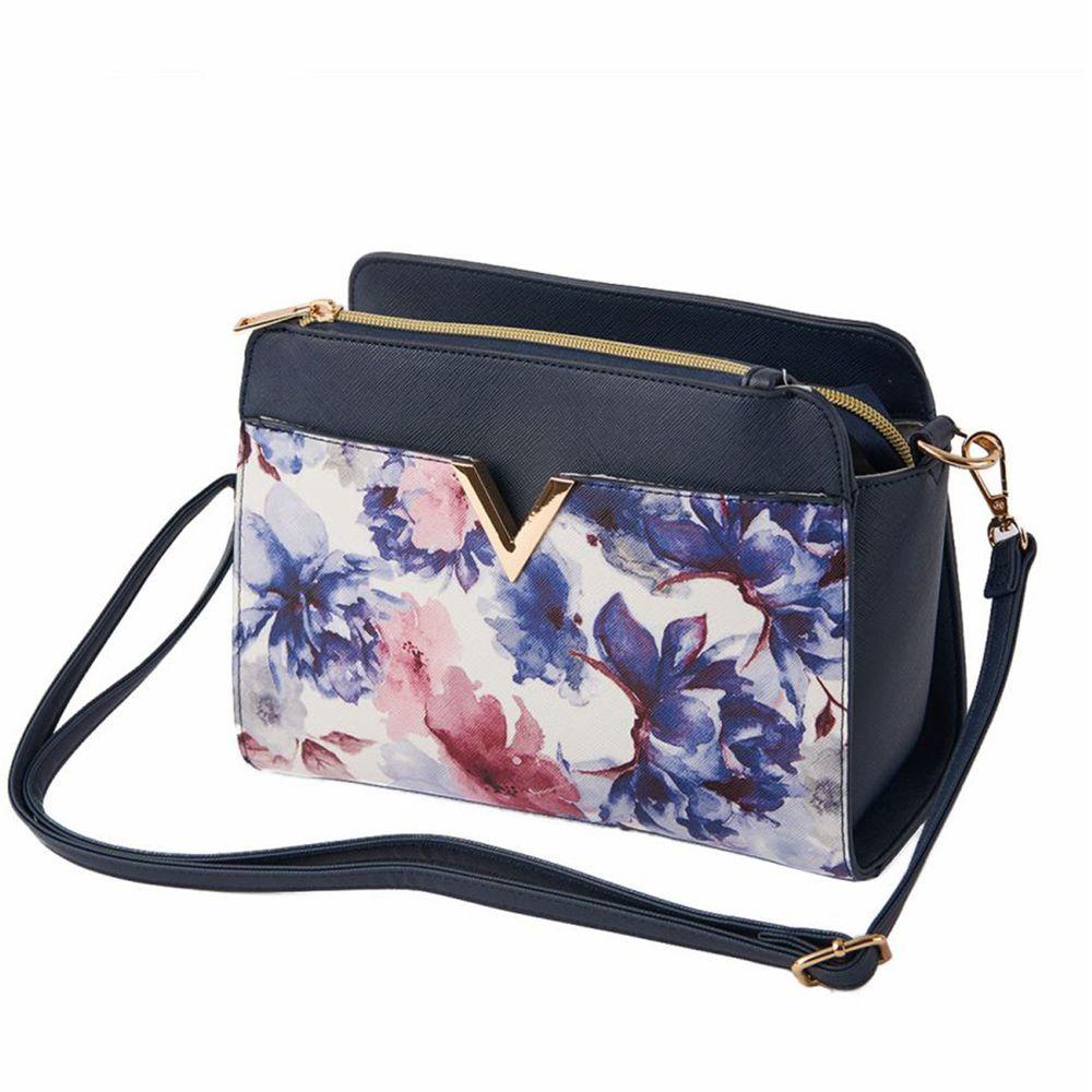 日本服飾代購 - 【ALTROSE】時尚金屬小V側背包-百花藍 (25x19x12cm)