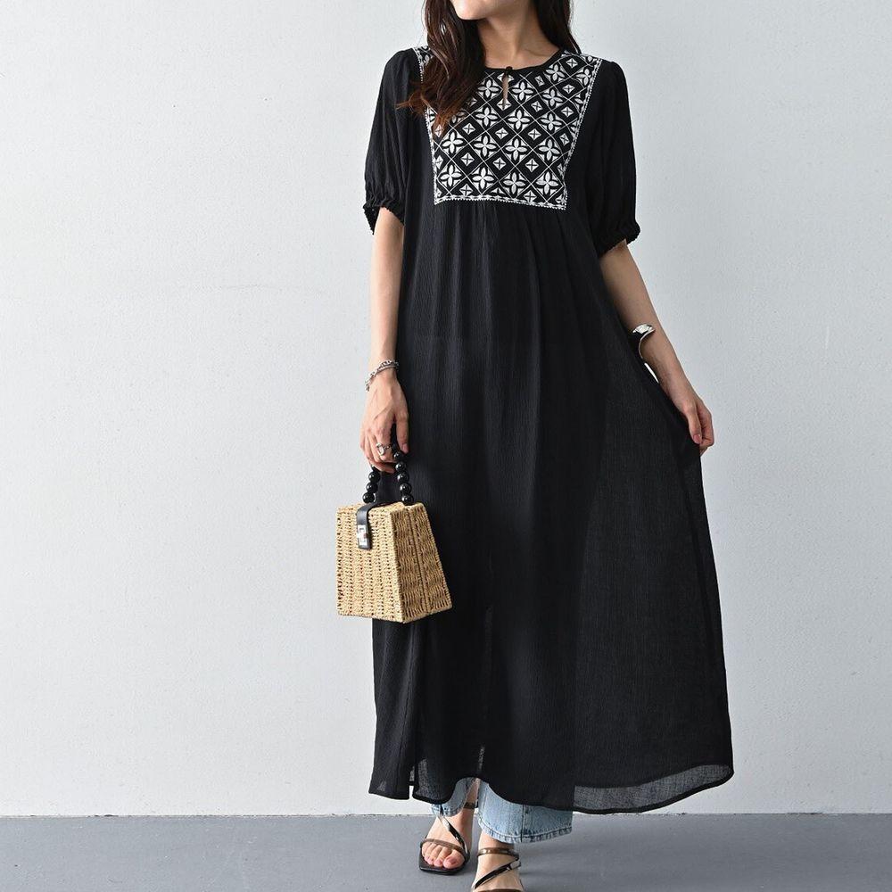 日本 ELENCARE DUE - 胸口圖騰刺繡五分袖長洋裝-黑