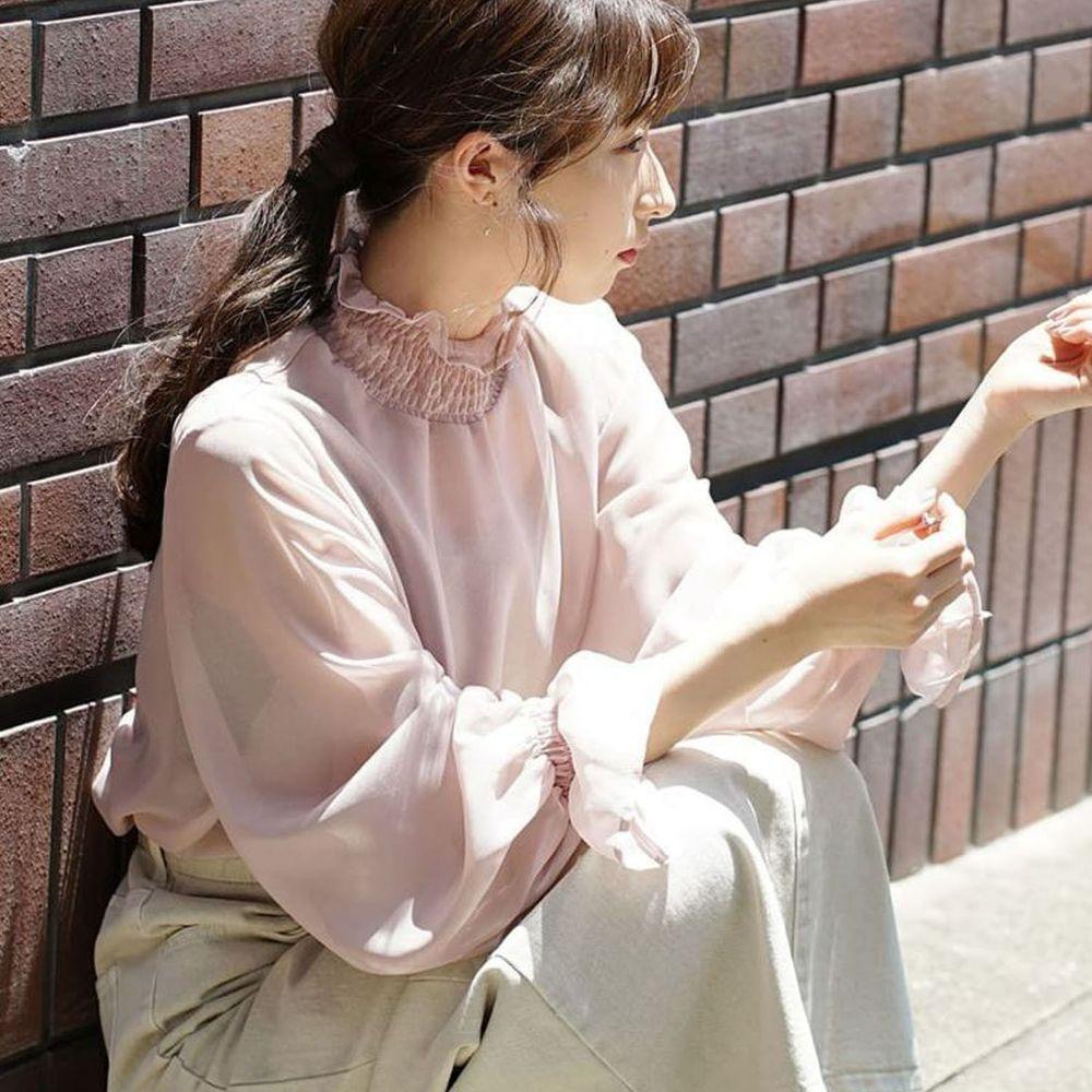 日本 zootie - 質感光澤微透膚雪紡小高領長袖上衣-粉