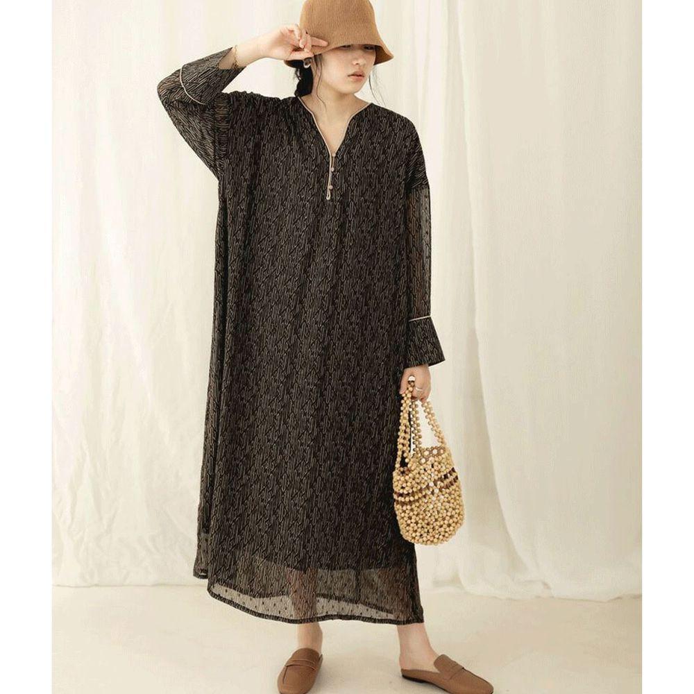 日本 Bou Jeloud - 小V領修身雪紡長袖洋裝-黑幾何
