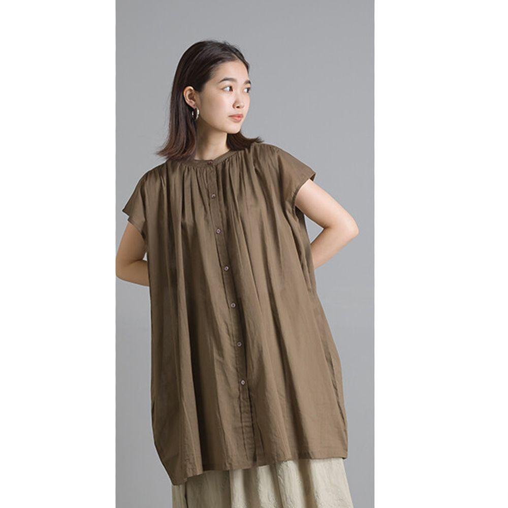 日本 OMNES - 輕盈壓摺中山領純棉一分袖上衣-咖啡 (Free size)