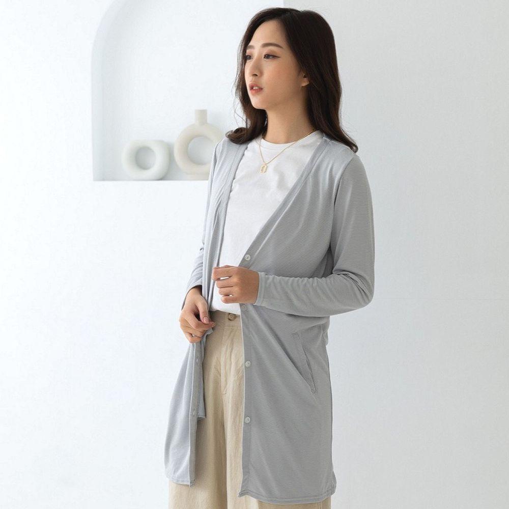 貝柔 Peilou - (新上市)日本水潤白抗UV保濕防曬長版罩衫-V領長版-時尚灰