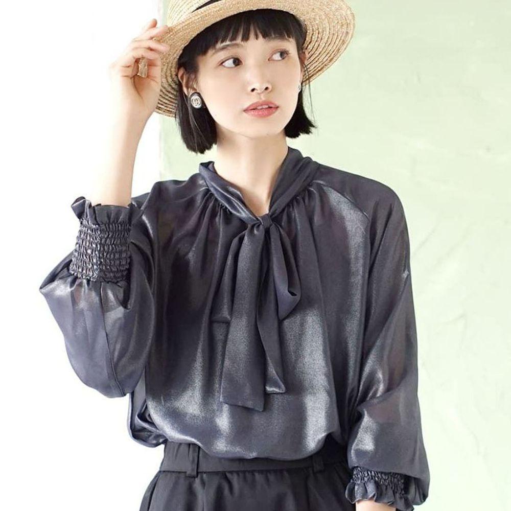 日本 zootie - 2way質感光澤微透膚雪紡蝴蝶結長袖上衣-深藍