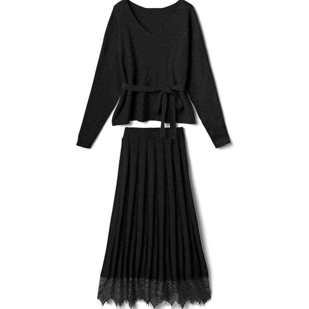 日本 GRL - V領腰間綁帶長袖上衣+蕾絲拼接百褶長裙兩件組-黑
