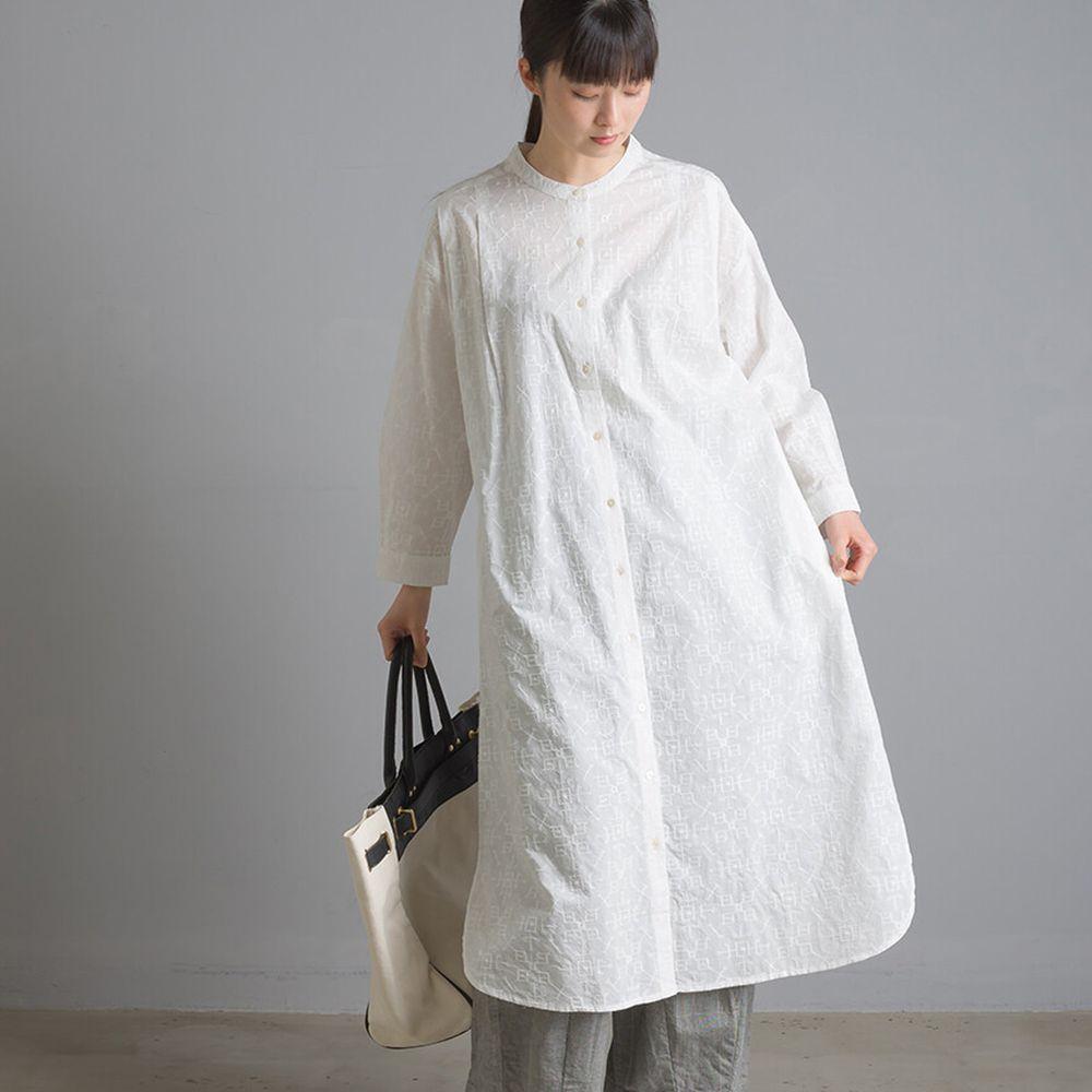 日本 OMNES - 復古幾何壓紋中山領長袖洋裝-白 (Free size)