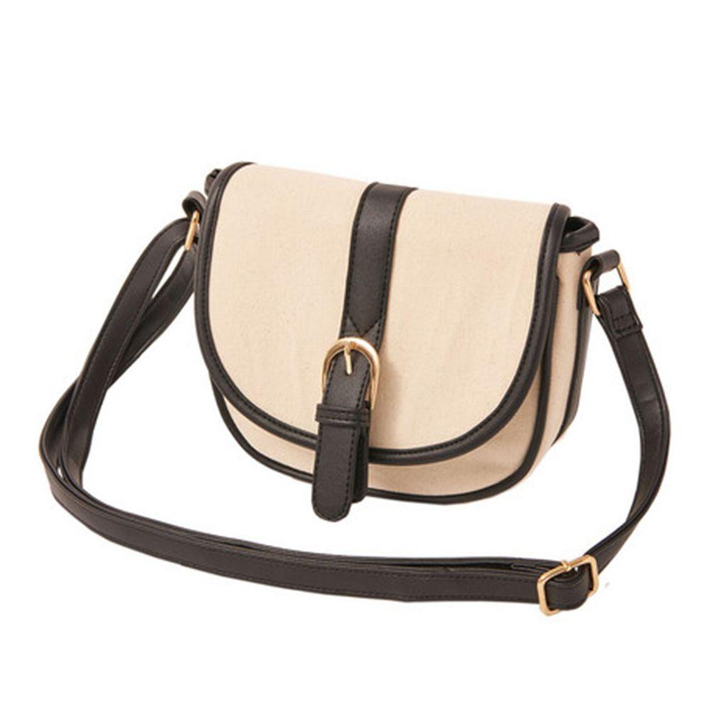 日本服飾代購 - 【ALTROSE】撞色率性馬蹄側背包-時尚黑 (20x17x7cm)
