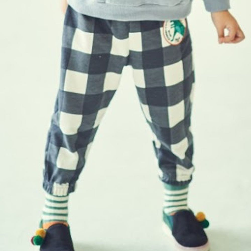 韓國 Mimico - (剩M)刺繡徽章格子彈力褲-黑