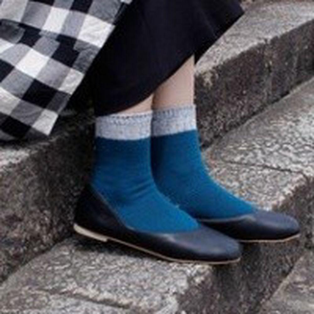 日本女裝代購 - 日本製 羊毛混紡撞色保暖中筒襪-海洋藍 (23-25)
