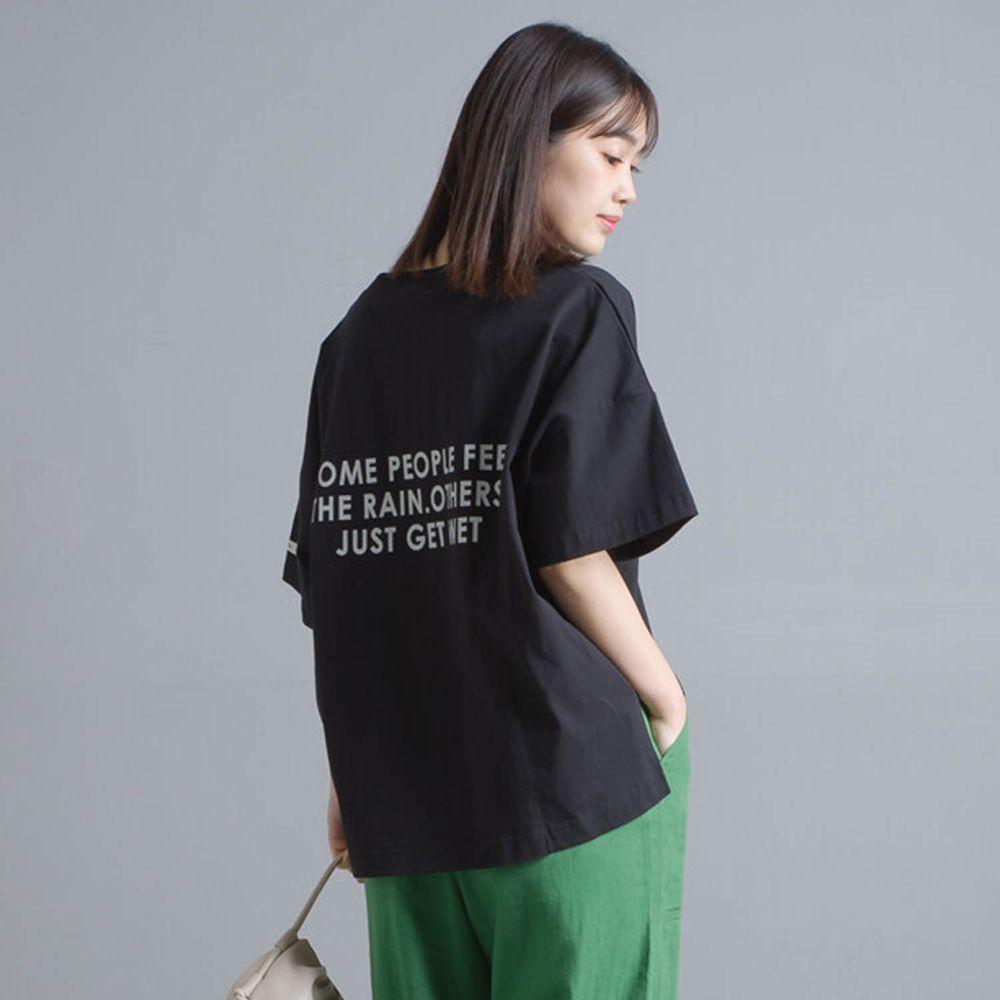 日本 OMNES - 挺版簡約英文字落肩五分袖T-黑