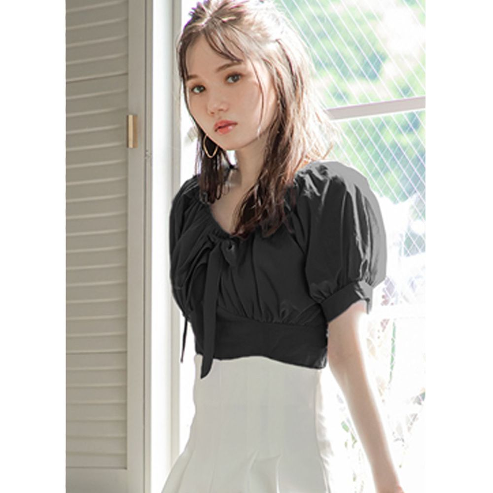 日本 GRL - 氣質抓皺U領蝴蝶結綁帶短版短袖上衣-時尚黑