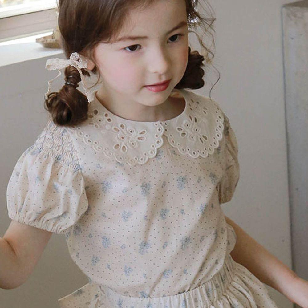 韓國 PuellaFLO - 鏤空雕花點點花朵皺摺袖T-淺藍花