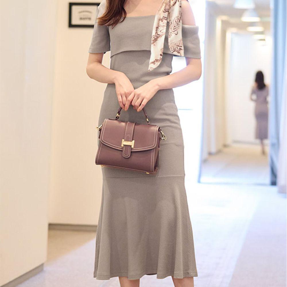 日本 GRL - 單邊絲巾肩帶設計短袖貼身洋裝-灰杏
