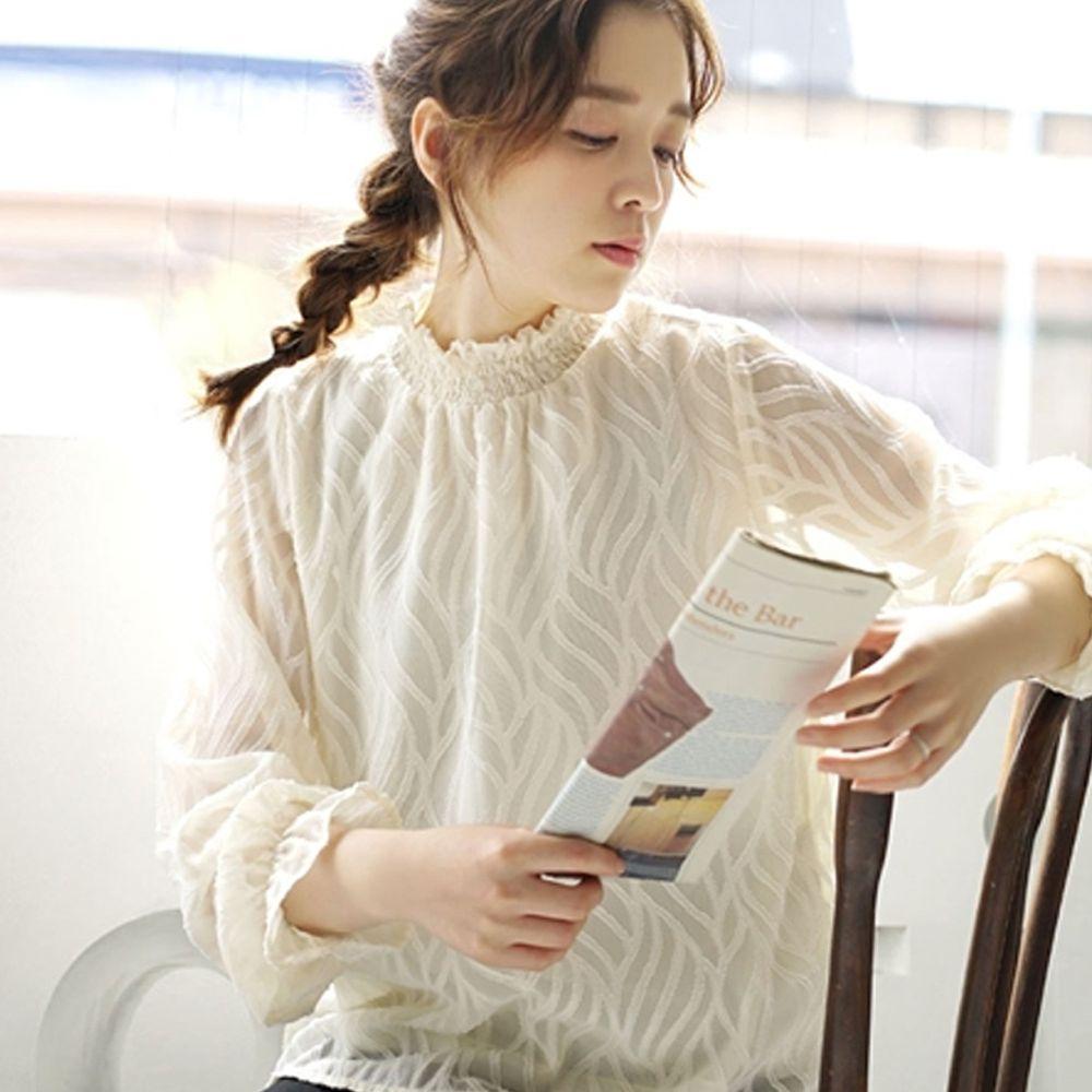日本 zootie - 立體刺繡風葉紋雪紡上衣-米