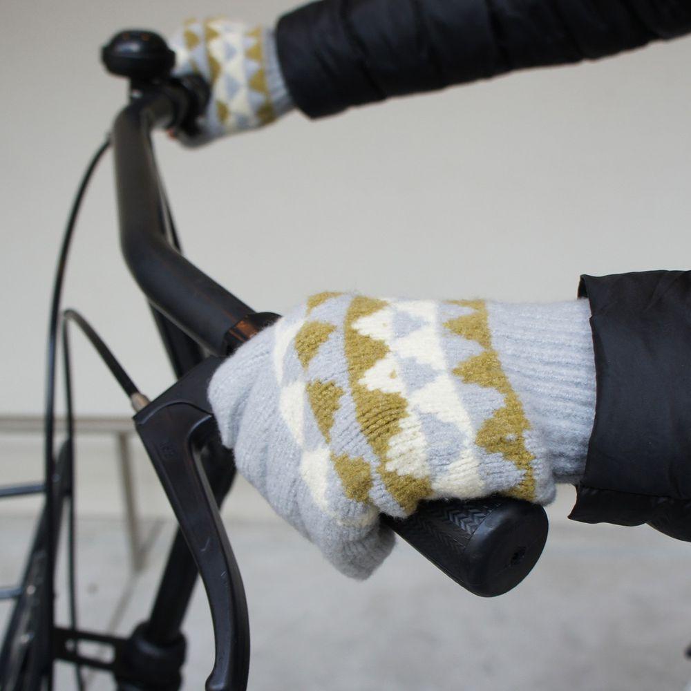 日本 BISQUE - 日本製可觸控保暖手套(成人款)-露指式-三角圖騰淺灰