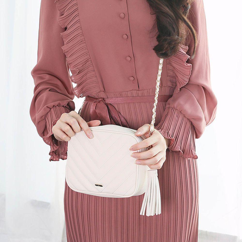 韓國 Clue - 金鍊條V字衍縫流蘇方包-優雅白 (18X7X14cm)
