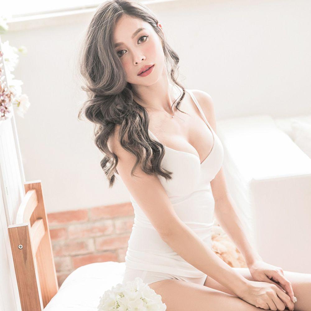 日本女裝代購 - 極致美胸超盛附罩杯背心-深V款-純白